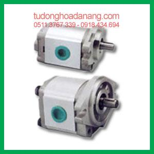 Gear pumps P1, P2